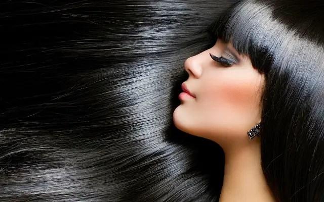 Mantén una dieta saludable para fortalecer tu cabello.