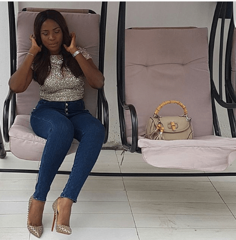 linda ikeji with her Gucci bag