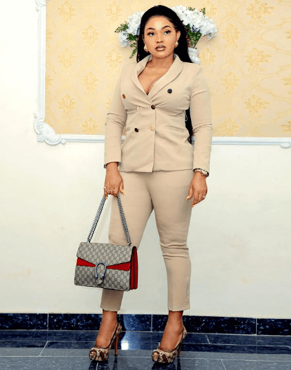 Mercy Aigbe Gentry with her Gucci Monogram chain bag