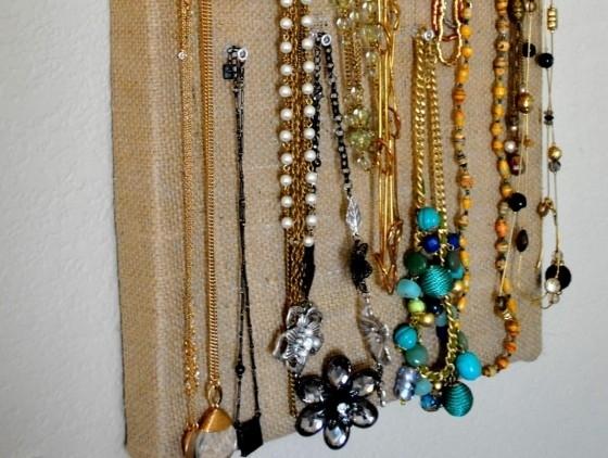 Organizez bijuteriile