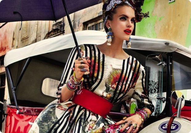 Carmen Miranda Reloaded – Vogue Brazilia – culori tari si accesorii vesele, neaparat cu flori si fructe