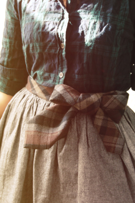 Cravata curea purtata la fusta