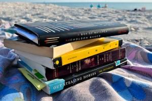 Citeste, citeste, citeste, chiar si la plaja! Corpul, mintea si alegerile tale vor fi mai bune cu fiecare pagina parcursa