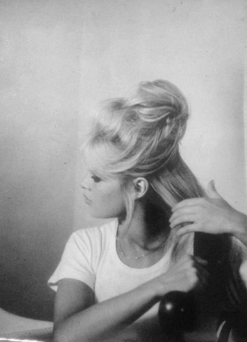 Brigitte Bardot si esarfele in par