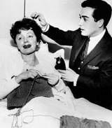 Si Edith Piaf este o pasionata a tricotajelor