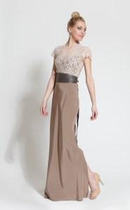 Aceasta este lungimea potrivita pentru o rochie de ocazie considerata lunga