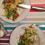Clatite din faina integrala umplute cu legume sotate cu vin