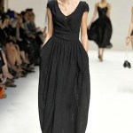 Dolce and Gabanna rochie lunga neagra carea dauga volum in zona soldurilor