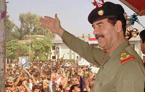 Saddam Hussein si bereta sa neagra militara