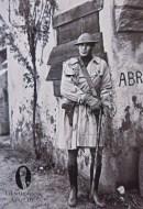 Soldat in trenci