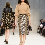 Burberry Prorsum si eleganta poate insemna si un pulover bej cu o fusta animal print