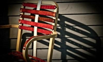 Scaun din curele vechi