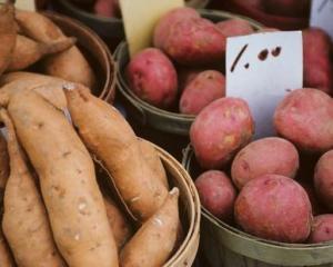 Cartofii, pe langa cei obisnuiti, incercati si cartofii dulci