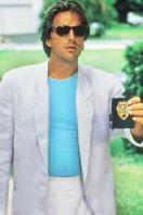 Tricoul lui Don Johnson purtat cu un costum Armani