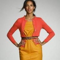 J Crew - combinatie solara de rochie ocru si cardigan vermillon, pe o piele caramel
