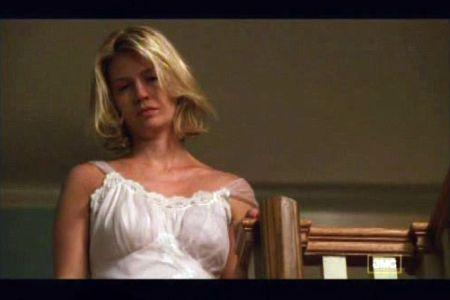 Betty Draper si senzualitatea camasilor de noapte