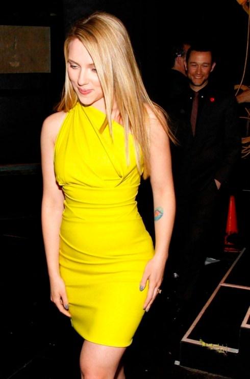 Scarlett Johansson si silueta sa clepsidra