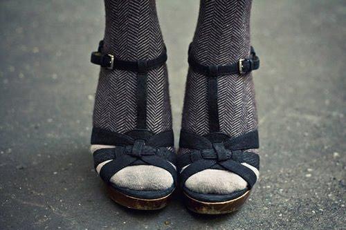 Sandale cu sosetele potrivite
