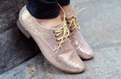 Pantofii Oxford metalici sunt pe deplin asortabili oricarui outfit