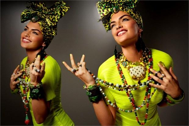 Vogue Italia bijuterii – exces de ornamente, culori tipatoare, rasete si samba
