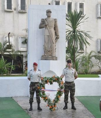 Dépôt de la gerbe de fleures au monument N'Tchoréré @ EFG