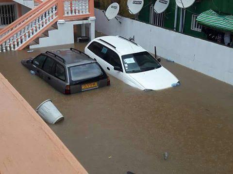 Les voitures dans l'eau