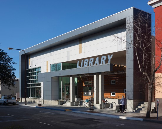 The new NZE West Berkeley Public Library nicely anchors the urban street frontage on University Avenue in Berkeley, California. (Photo by Mark Luthringer)