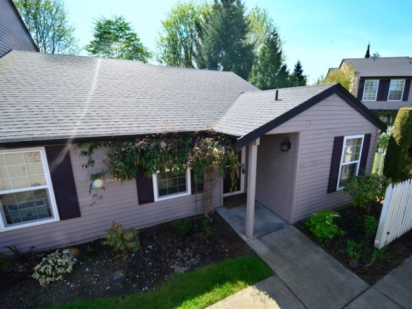 Rare Resale Rambler Townhouse at The Lakes in Kent, WA
