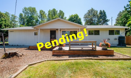 PENDING! Amazing Shop, 4 Bedrooms, 1 3/4 Baths, Easy Commuting from Renton to Seattle