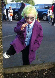 Un baietel de 2 ani a jucat perfect rolul lui Joker de Halloween