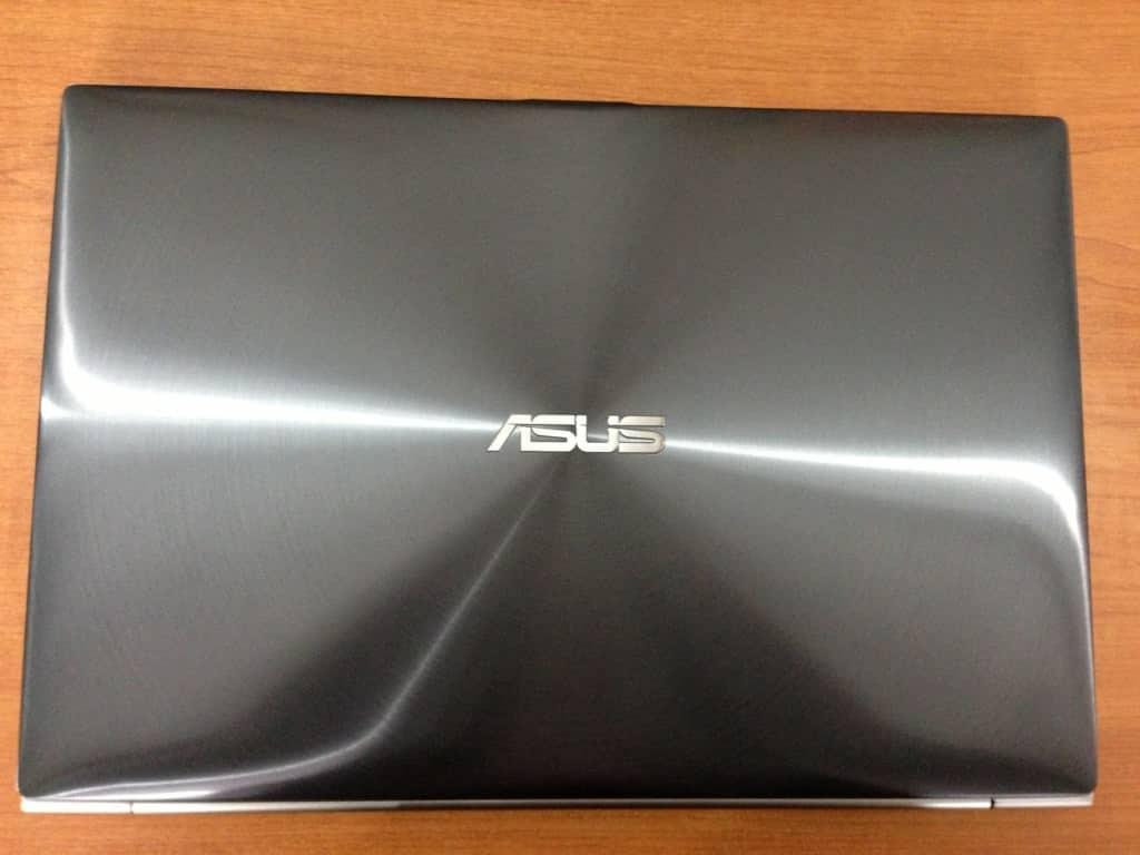 Asus ZenBook Touch de sus