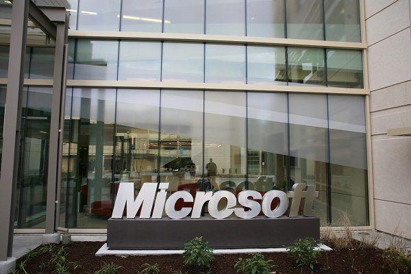 Cum intru în contact cu Microsoft România?