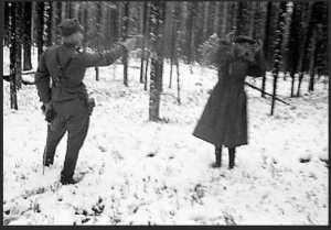 rare-historical-photos-from-world-war-ii-23