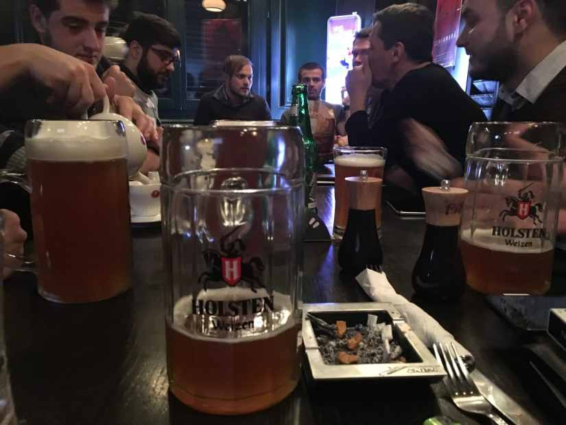 1. Nimeni nu a baut bere. Sau cel putin parca asa imi amintesc, nu am fost foarte atent la acest lucru si abia cand am ajuns acasa mi-am dat seama ca nu am observat la plecare vreo sticla de bere pe masa.
