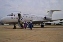 Para celebrar el Día del Niño Aeronáutico en enero de 2012, Melchor, Gaspar y Baltazar llegaron al Aeroparque Jorge Newbery abordo del F.28 Fellowship TC-54 (foto: Andrés Rangugni).