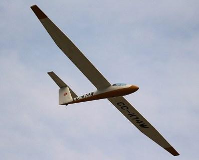 Acrobacia: Carlos Rocca en medio de su impecable rutina de demostración con el Pilatus B4 CC-K14W del CPV (foto: Carlos Ay).