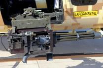 Mini-cañon rotativo Dillon M134D instalado en el lateral izquierdo del 407GT (foto: Carlos Ay).