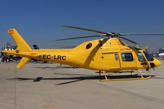 El AW119 es una variante de bajo costo del AW109 y cuenta con un solo motor y varias simplificaciones entre las cuales destacan los skids del tren de aterrizaje (foto: Carlos Ay).