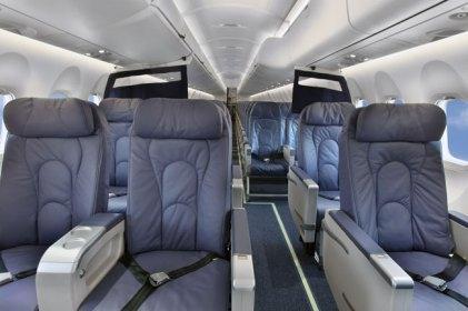 q400 commuter commuting en fidae 2014 gaceta aeronautica. Black Bedroom Furniture Sets. Home Design Ideas