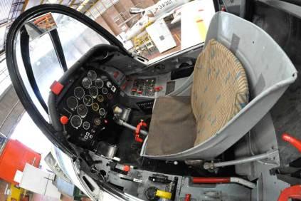 Cabina delantera del T-28 Fennec. (Foto: Esteban Brea)