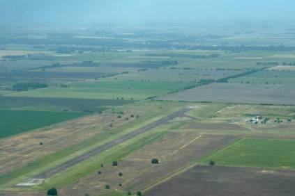 "Vista aérea del Aeródromo Municipal ""Intendente Carlos Víctor Portarrieu."" (Foto: Esteban Brea)"