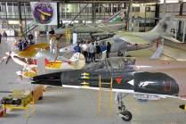 Vista panorámica de las aeronaves expuestas dentro de uno de los hangares de la unidad que fue tomada en el día previo a las Jornadas de Puertas Abiertas. (Foto: Mauricio Chiofalo)