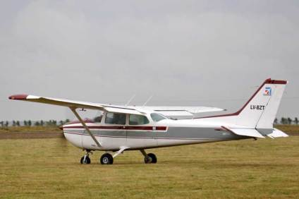 Cessna 172 LV-BZT que visitó el Aeroclub Dolores durante el día sábado. (Foto: Esteban Brea)