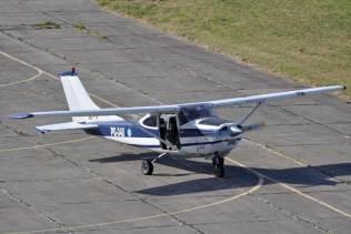 Los Cessna 182 asignados a funciones de enlace fueron los responsables del lanzamiento de paracaidistas. (Foto: Mauricio Chiofalo)