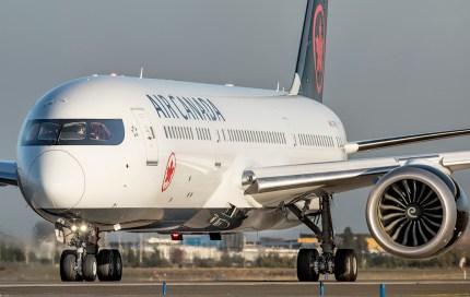 El Dreamliner C-FRSR de Air Canada con el nuevo livery de la compañía (foto: Gabriel Luque)
