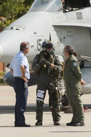 Recibiendo a los pilotos (foto: José Luis Franco Laguna)