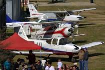 Vistos desde la torre de control, los aviones en muestra estática (foto: Carlos Ay).