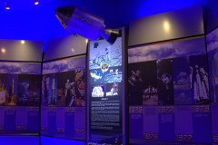 Panel informativo y maqueta en la sala del espacio (foto: Carlos Ay).