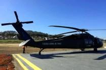 El S-70A H-02 del Grupo 9 de la FACH visitando Pichilemu (VI Región del Libertador O'Higgins) para la firma del proyecto de ley que prohíbe la entrega de bolsas plásticas por parte del comercio en las 102 comunas costeras de Chile (foto: Williams Castro Arraño).