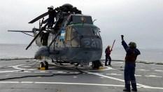 """Embarcado en el rompehielos ARA """"Almirante Irízar"""", un helicóptero S-61 Sea King de la Segunda Escuadrilla Aeronaval de Helicópteros protagonizó el regreso de la Aviación Naval Argentina al Continente Blanco tras una década de ausencia (foto: Gaceta Marinera)."""
